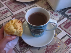 A melhor parte da vida  o chocolate quente (Helena Gleich) Tags: coffee chocolate quente hot food po de queijo caf da manh breakfast