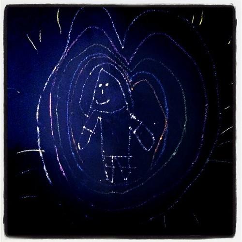 Na parede lá de casa: desenho do @giorgio_bros (a mamãe dentro do coração) #amomuito