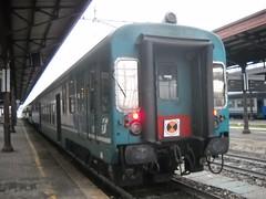 Semipilota piano ribassato (e403fs) Tags: piano luci treno treni ribassato gommini intercomunicanti