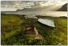 golden light (chris frick) Tags: flowers light sea sky sun seascape mountains clouds boats coast spring waves filter lee sicily beams mediterraneansea sancapolovito cablewinch canonef1635mmf28liiusm chrisfrick golfodicofano casteluzzo canoneos5dmark2 09gndsoft 075gndhard