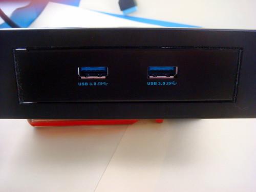 主機板所附 USB 3.0 前置面板