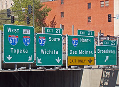Sign for I-670 in downtown KC, 7 Oct 2010 (photography.by.ROEVER) Tags: sign october kansascity missouri freeway interstate expressway kc kcmo downtownkansascity 2010 i670 kansascitymo bgs kansascitymissouri biggreensign overheadsign downtownloop october2010 interstate670