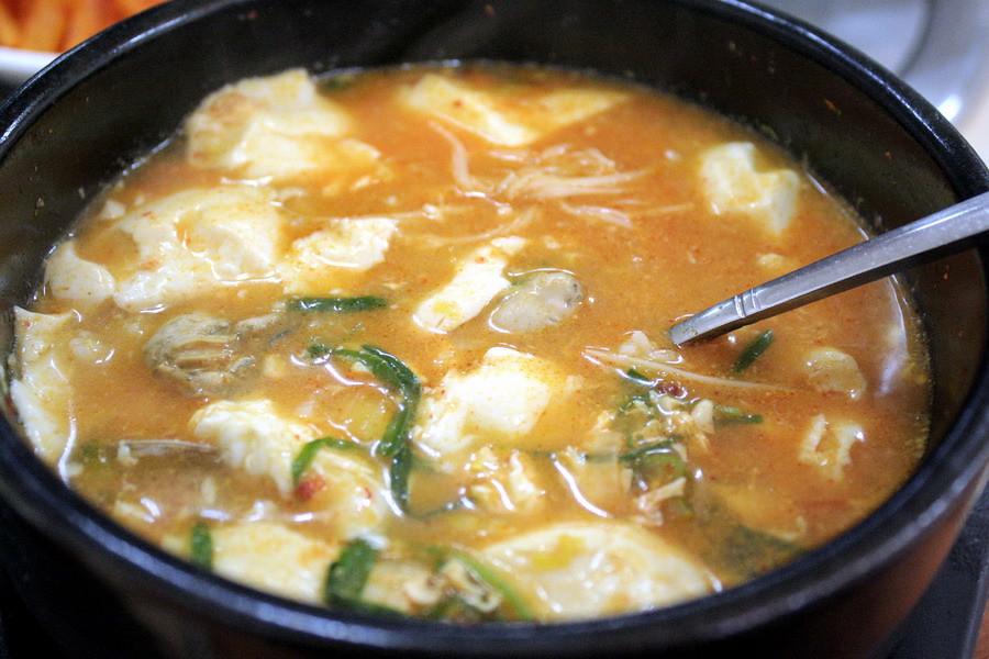 Soft tofu oyster stew
