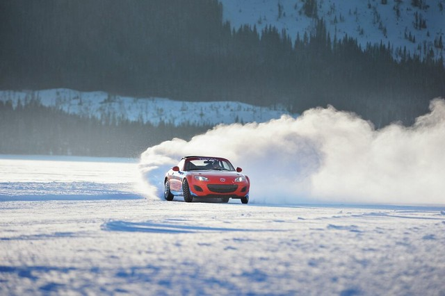 Mazda MX-5 on ice 2011