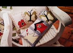 AlMoFaDaS (DoNa BoRbOlEtA. pAtCh) Tags: flores application borboleta patchwork dona borboletas galinhas casinhas almofadas aplicao pan denyfonseca
