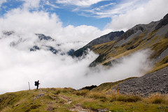 In die Wolken abtauchen