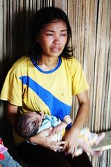 圖片提供:王郁萱。住在西帝汶再安置地Ko'a的前東帝汶難民,想念 遠在東帝汶的母親,她說他們在這的生活困苦,沒錢回去,如果媽媽在另 一邊的生活還過得去,請過來看她、她的丈夫和小孩。