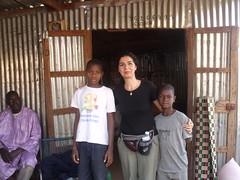 Avec Diakaridia, et Mahman, deux de nos enfants parrainés, venus chercher le riz avec leur famille.