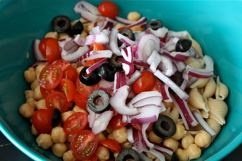 Creamy Greek Pasta Salad with Chickpeas