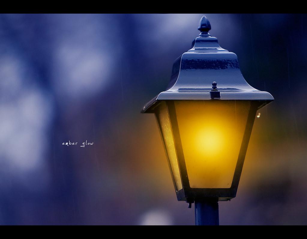 Day 206, 206/365, Project 365, Bokeh, night, night scene, Canon ef 70-200 f2.8 is, lamp, glow, ember, city of ember, rain, warm