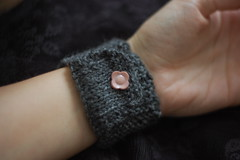 bow wristlet pouch