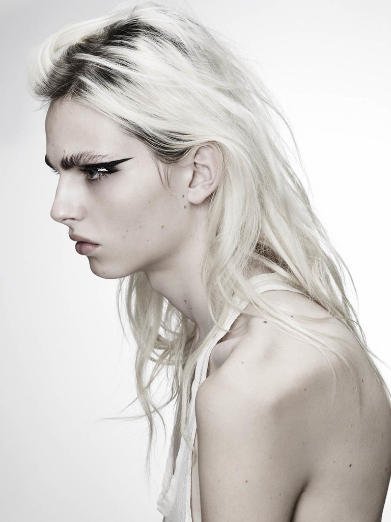 Andrej Pejic0258_OYSTER91FEBRUARY-MARCH 2011_Ph Jez Smith(oystermag.com)