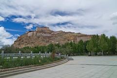 Gyantse Fort (H Sinica) Tags: leica tibet gyantse xizang m9 西藏 江孜 十万佛塔 宗山 宗山堡 leicam9 江孜城堡 江孜宗堡 lungdo 隆吐山