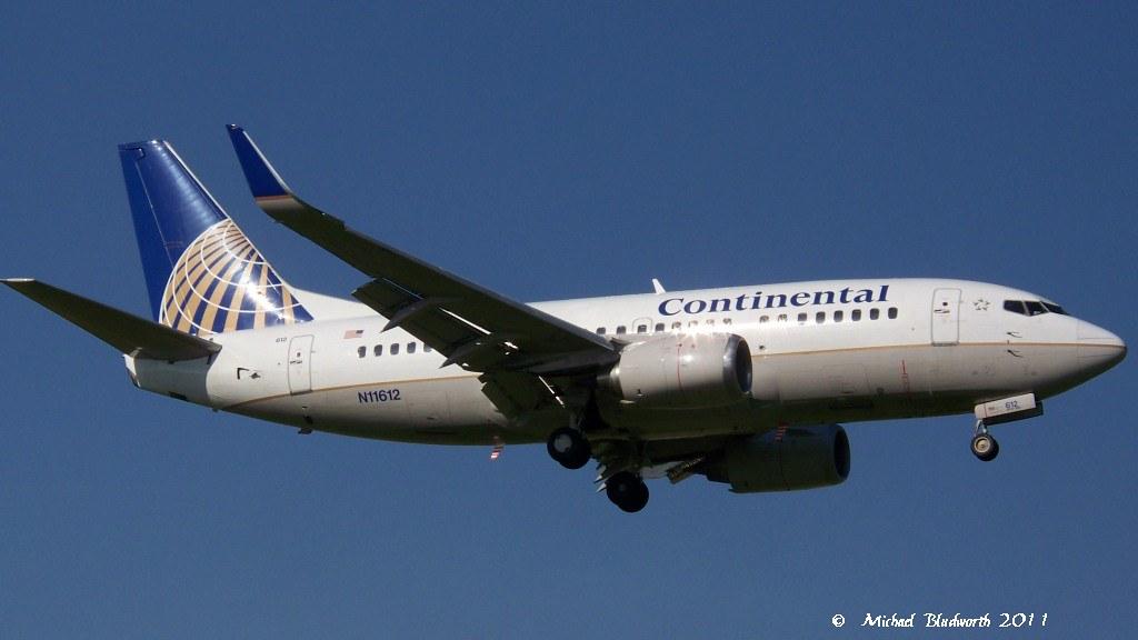 Continental 737-500 N11612