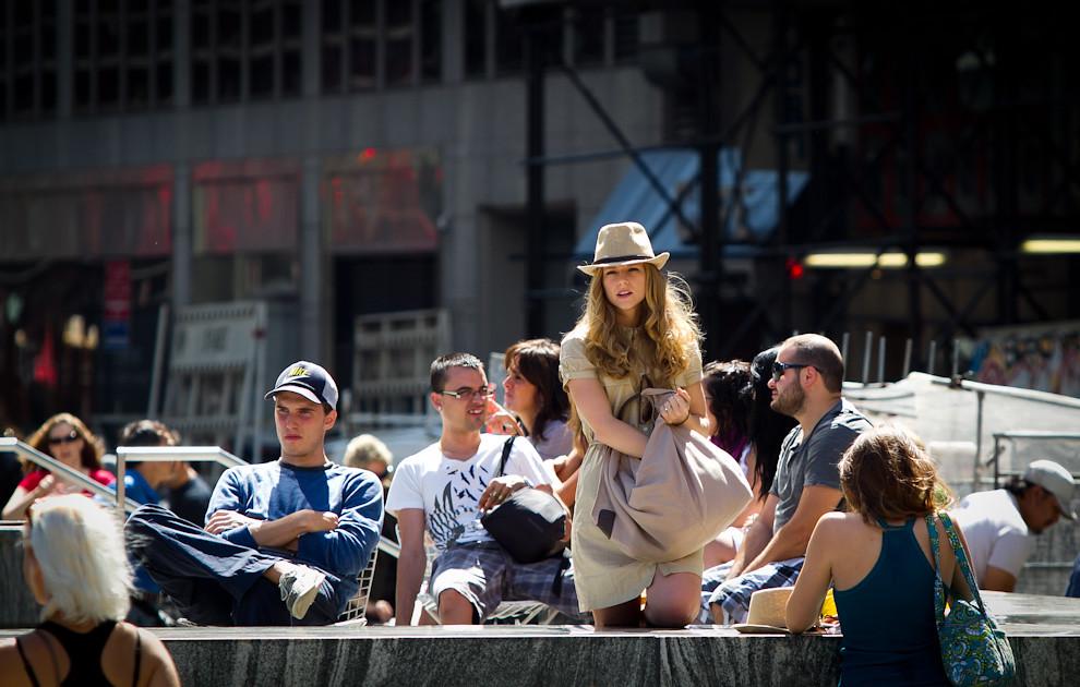 Nueva York, denominada a veces -el ombligo del mundo-, o -la ciudad que nunca duerme- hacen de esta ciudad cosmopolita donde se hablan lenguas de todo el mundo y donde, como en ninguna otra parte, se ve gente de todas las culturas y nacionalidades. (Tetsu Espósito - Nueva York, Estados Unidos)