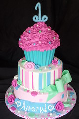 "Cupcake 1st birthday cake • <a style=""font-size:0.8em;"" href=""http://www.flickr.com/photos/60584691@N02/5568909468/"" target=""_blank"">View on Flickr</a>"