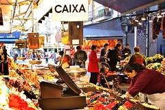 Caixa (Kalos eidos) Tags: barcelona espaa stand spain market mercado candies mercato barcellona spagna laboqueria bancarella golosinas tenderete dolciumi mercatdesantjosep barcelonaexperience