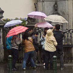 It's peeing down (>Lucia<) Tags: brussels rain belgium belgique belgi umbrellas mannekenpis