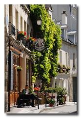 Les nouvelles (patoche21) Tags: street city light people paris france bar reading town nikon lumire ngc streetphotography rest lecture rue ville gens d300 18200mm dtente scnederue nikonpassion capturenx2 patrickbouchenard
