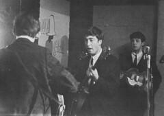 Reslo RB Ribbon Microphone - The Beatles 1962 (Reslosound) Tags: analog liverpool studio blackwhite harrison microphone ribbon 1960s analogue mic lennon 1962 mccartney recording gretsch thebeatles rickenbacker reslo reslosound reslorbribbonmicrophone theoddspot hfnerviolinbass