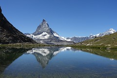 Riffelsee (Iris_14) Tags: cervin matterhorn riffelsee gornergrat zermatt valais wallis swissalps alpes alpen reflet reflection lake mountain berg