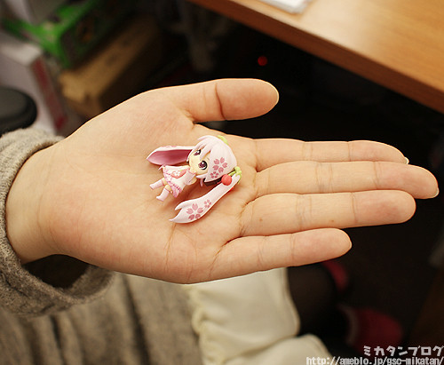 Sakura Miku is only 35mm tall