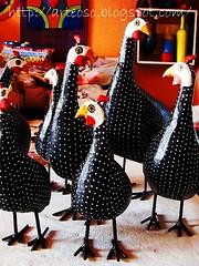 Galinhas d'angola (fabriciabarcelos) Tags: galinha artesanato sãojoãodelrei artesanatomineiro dangola ôsô