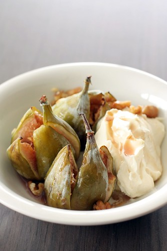 Roasted figs with vanilla mascarpone