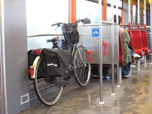 Transporte público de Amsterdam: Bicicleta no metro de Amsterdam