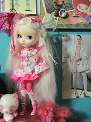 Decora Alice (miss_skittlekitty) Tags: toys office dolls collection pullip shelves
