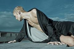 BLOW GOLD* (URSU Photography) Tags: fashion moda luce versace croce oro nudo maschio