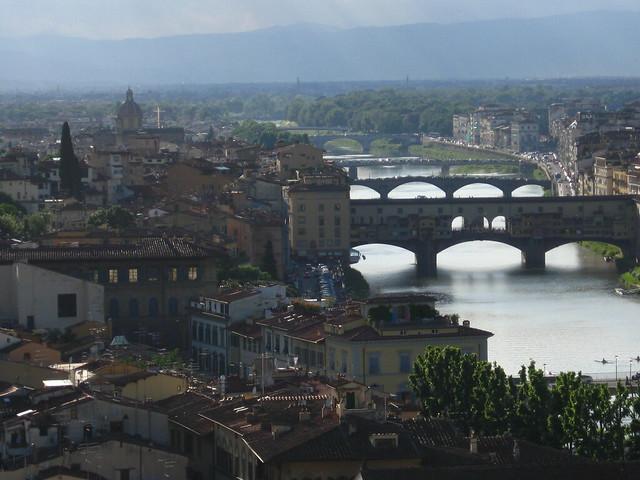 フィレンツェの街を見下ろした景色のフリー写真素材