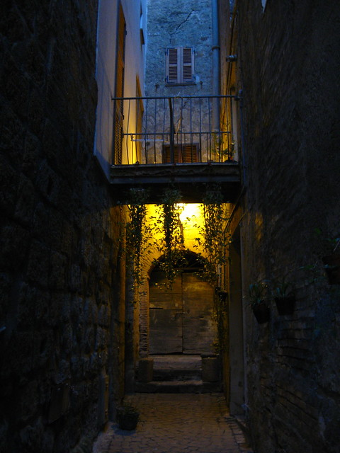古い木の扉のフリー写真素材