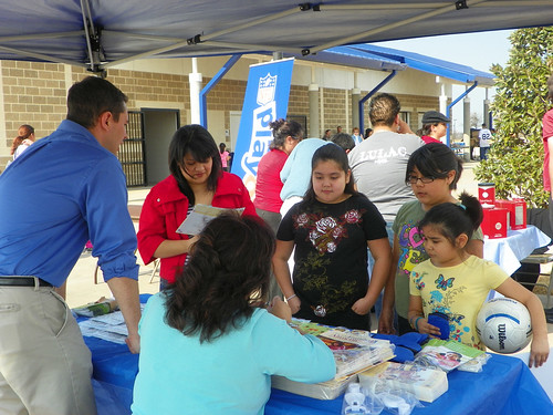 USDA FNS employees promoted HealthierUS information to Latino families at the NFL/LULAC Feria de Salud on Jan. 30.