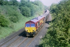 Garrochburn - 66041 - 18-05-1999 (agcthoms) Tags: scotland trains railways ayrshire class66 ews mauchline 66041 garrochburn
