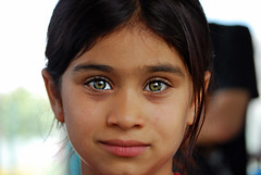 The eyes of Istanbul (cpcmollet) Tags: portrait green face turkey children eyes retrato istanbul turquia estambul retrat beautifulface