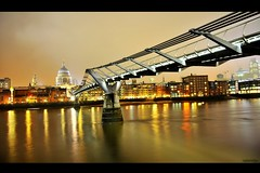 Millennium Bridge (raghavvidya) Tags: uk bridge london st thames architecture night river nikon flickr pauls front millennium explore page 365 18200mm londonarchitecture project365 d300s load18 raghavvidya
