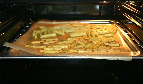 41 - Beide Pommesssorten auf einem Blech