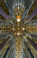 El regal que ens feu Gaud / The marvel of Gaud (SBA73) Tags: barcelona church up wow spectacular temple starwars catholic crossing interi