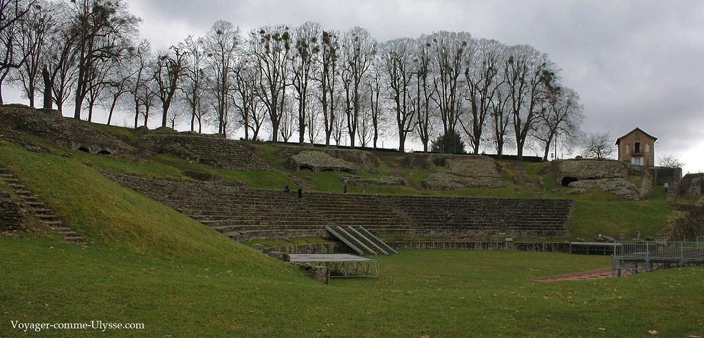 Vue générale du théâtre antique d'Autun