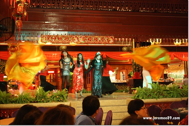 Golden Thai Seafood @ Batu Ferringhi - Performance & Show 3
