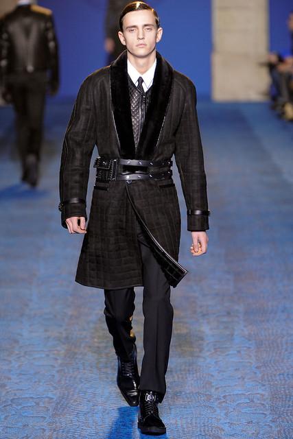 Alex Dunstan3166_FW11_Milan_Versace(VOGUEcom)