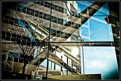 Stadhuis & Glaswerk (zilverbat.) Tags: abstract reflection glass lines architecture cityhall postcard curves denhaag stadhuis reflectie spuiplein reflecties vignet hofstad glaswerk hofstijl zilverbat