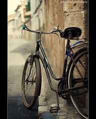 Many years ago... (raul gonza|ez) Tags: light bike vintage faro bokeh bicicleta retro bici mallorca antiguo cesta balears manillar a700 llucmajor minolta50mm