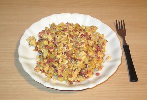 Rührei mit Kartoffel, Speck und Gouda / Scrambled egg with potato, bacon & gouda
