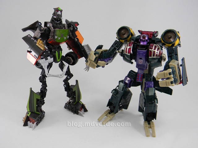 Transformers Lugnut United Voyager - modo robot vs Lockdown