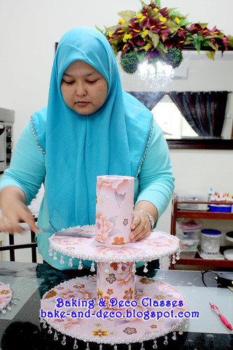 Batch 18 January 2011: DIY Cake & Cupcakes Stand