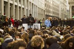 flashbook (fra_bregs) Tags: milano protesta libri studenti silenzio manifestazione sanbabila flashbook corsovittorioemanuele