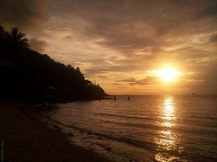 Surreal (Vitor Chiarello) Tags: sunset sky sun sol silhouette mobile phone surreal cu motorola ilha silhoueta zn5 motozine ilhabela09