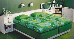 IKEA catalogue 1977 (Ankar60) Tags: green ikea vintage design bed sweden furniture interior swedish retro 70s sverige 1977 catalogue svensk 70tal interir grn sng bedspreads inredning katalog mbler verkast dubbelsng sngmbel